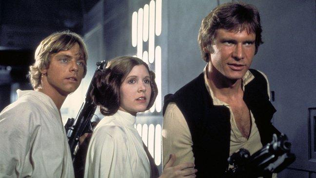 """Умерла Кэрри Фишер, сыгравшая принцессу Лею в """"Звездных войнах"""""""