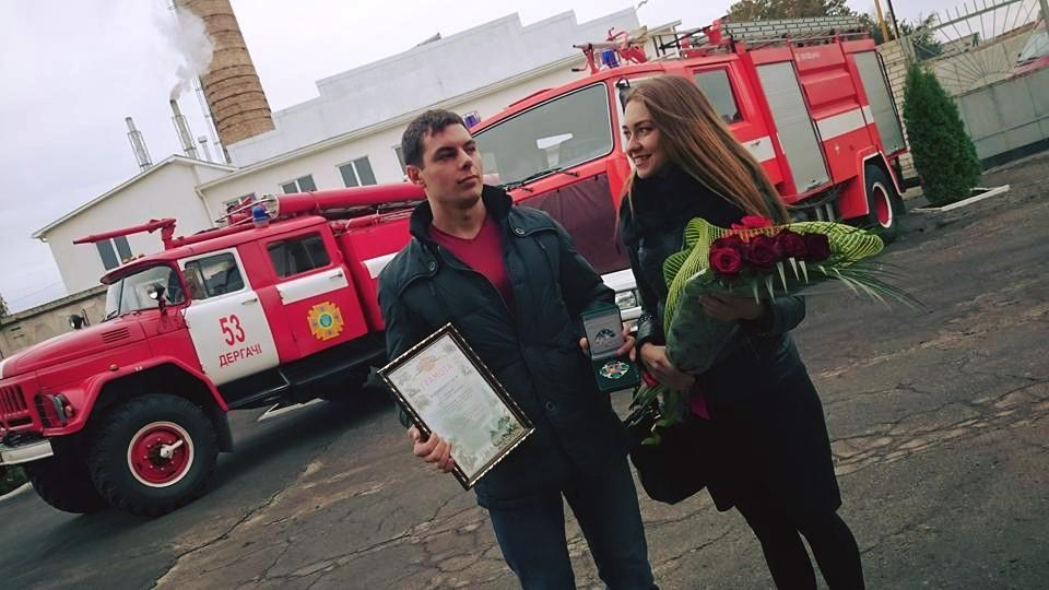 Под Харьковом наградили героя, спасшего ребенка от пожара: фото