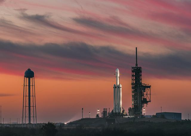 Запуск Falcon Heavy: как он прошел и что значит для человечества