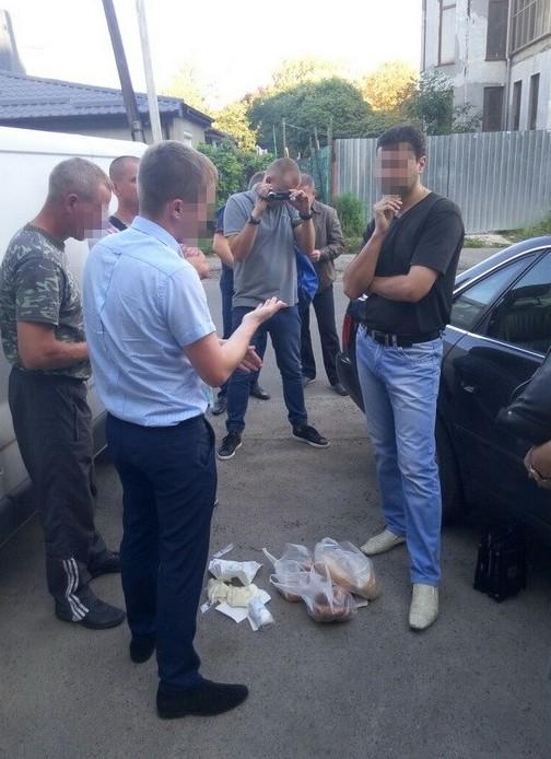 СБУ задержала на взятке своего сотрудника в Луцке