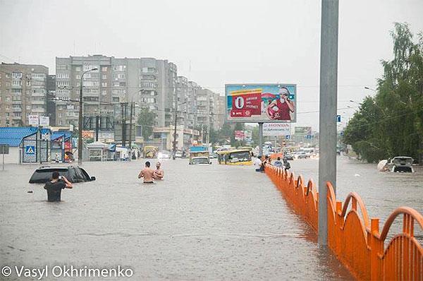 Видео и фото последствий наводнения в Луцке