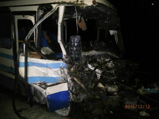 Во Львовской области автобус влетел в грузовик: двое погибших