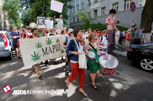 Защитники наркотиков провели в центре Киева свой марш