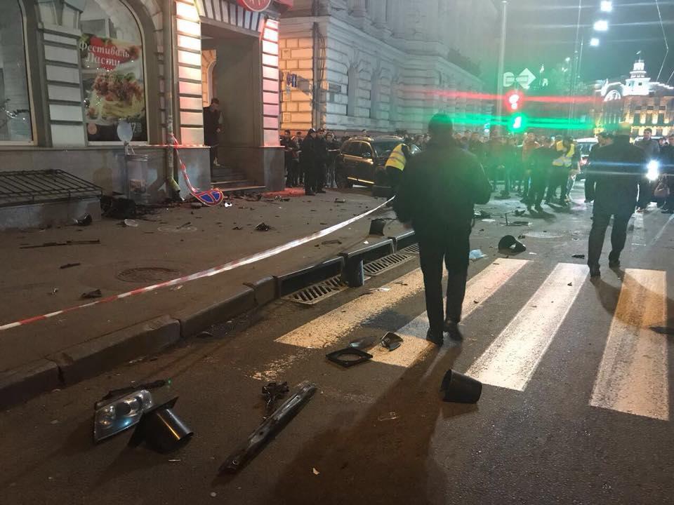 В Харькове автомобиль въехал в толпу: пять погибших - фото
