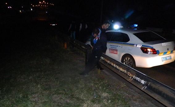 На проспекте Бандеры мужчина ограбил АЗС и избил кассира: видео