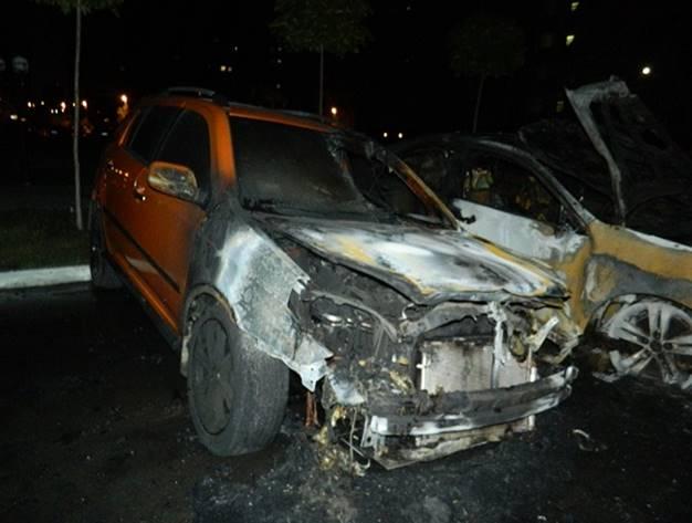 Детали пожара наавтостоянке вКиеве: авто поджег мужчина сокурком