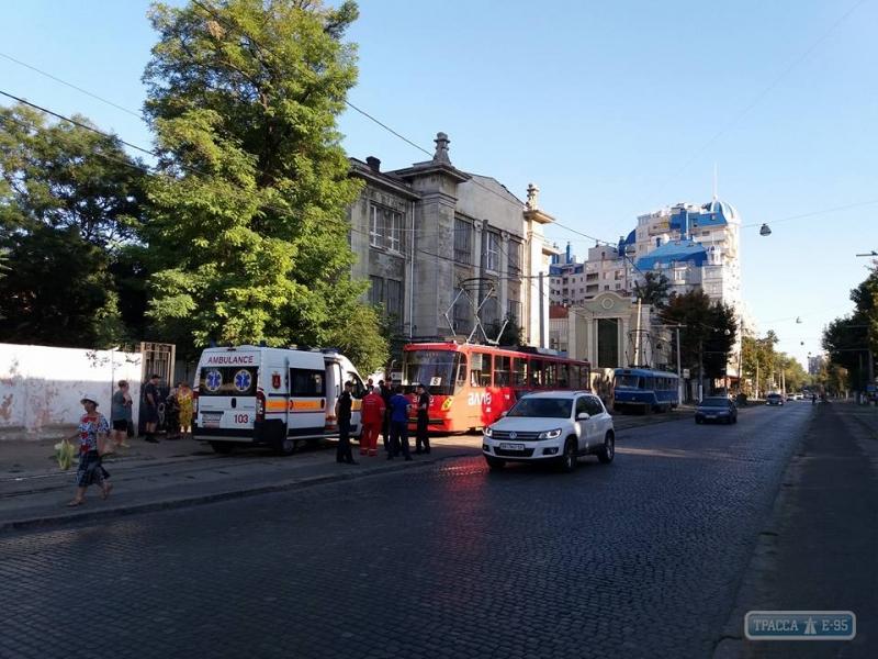 В одесском трамвае конфликт закончился стрельбой: есть раненые