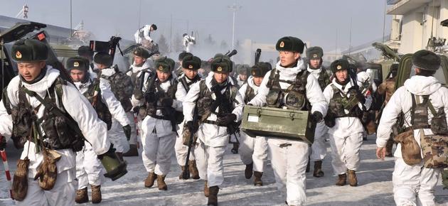 Расходы Китая на военные цели превысят $175 млрд - Reuters