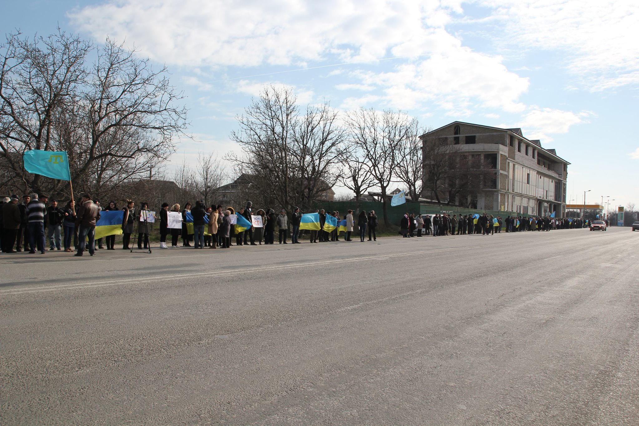 Более 40 тысяч жителей Крыма провели акцию против референдума