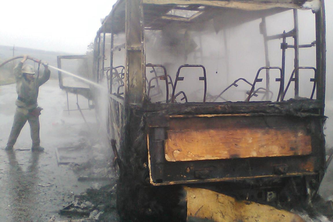В Харьковской области сгорел рейсовый автобус: фото