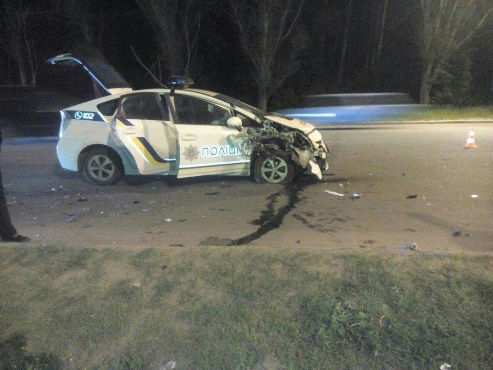 В Харькове произошло ДТП с участием патрульного авто: фото