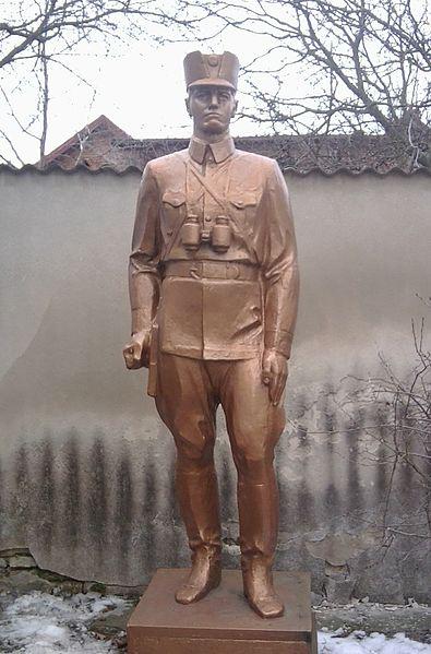 Во Львове повредили мемориал Шухевича