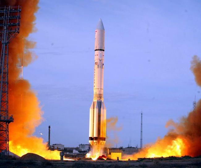 На Байконуре успешно запустили ракету Протон-М: видео старта