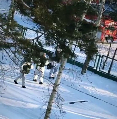 В РФ подростки напали с топором на школу и пытались ее сжечь