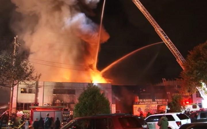 Пожар в творческих студиях в Калифорнии: сгорели 9 человек