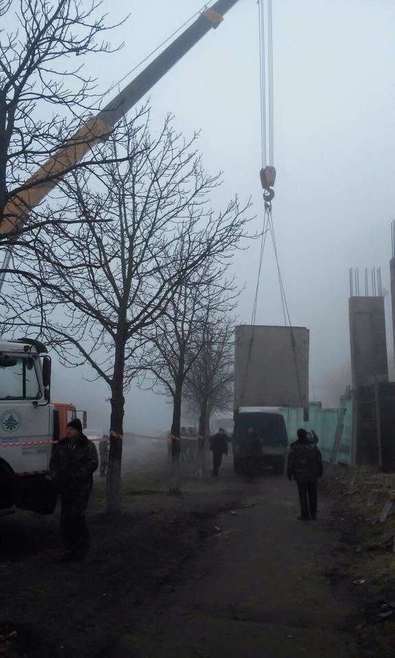 В Киеве - столкновения на спорной застройке, есть пострадавшие