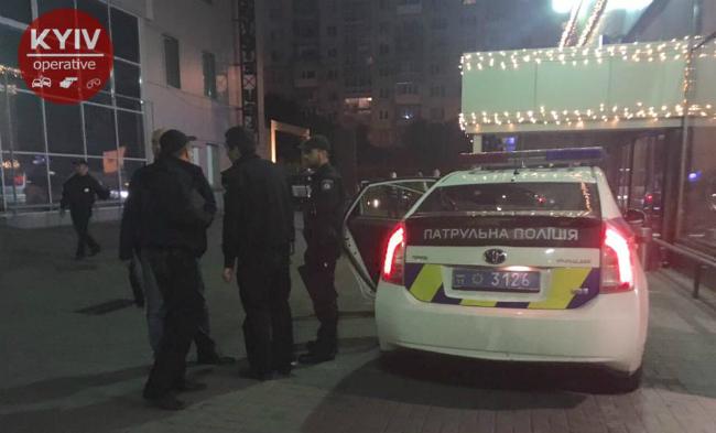 В Киеве у ночного клуба военный ранил полицейского: фото, видео