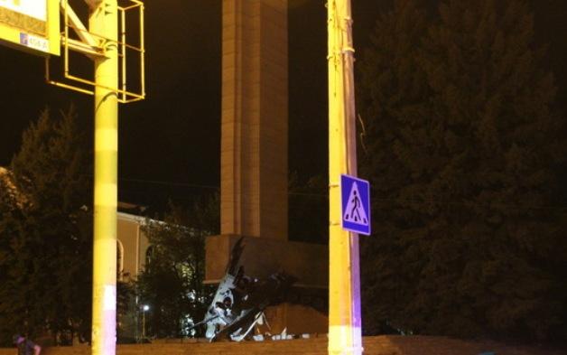 Подрыв монумента боевикам вЛуганске: появились фото сместа событий