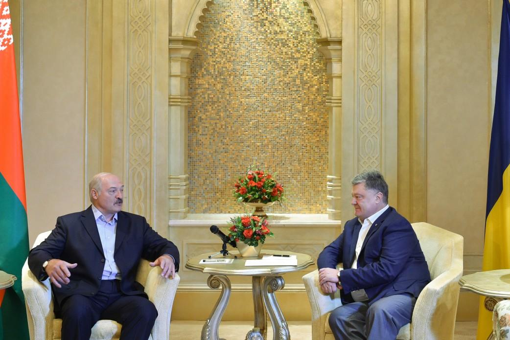 Встреча без галстуков: Порошенко в ОАЭ повидался с Лукашенко