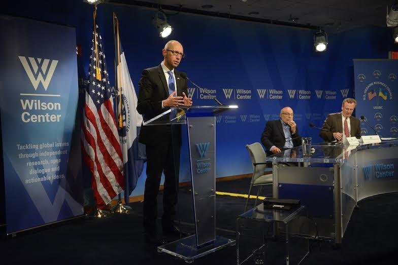 Яценюк в Вашингтоне принял участие в показе фильма об Украине