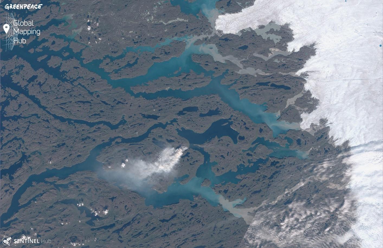 Greenpeace зафиксировала в Гренландии масштабный пожар: фото