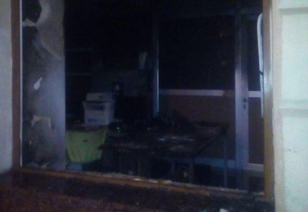 ВоЛьвове люди вкрасном подожгли отделение «Сбербанка»