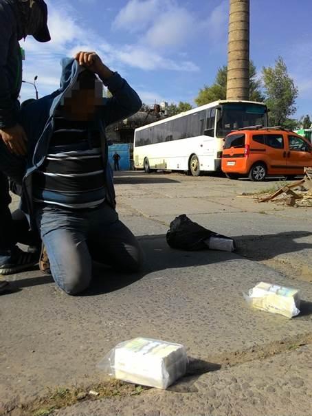 В Киеве офицер контрразведки возглавлял группу вымогателей: фото