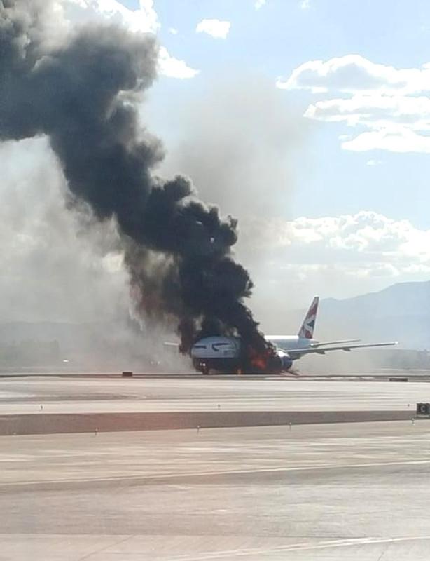 В Лас-Вегасе загорелся лайнер с пассажирами на борту: фото, видео