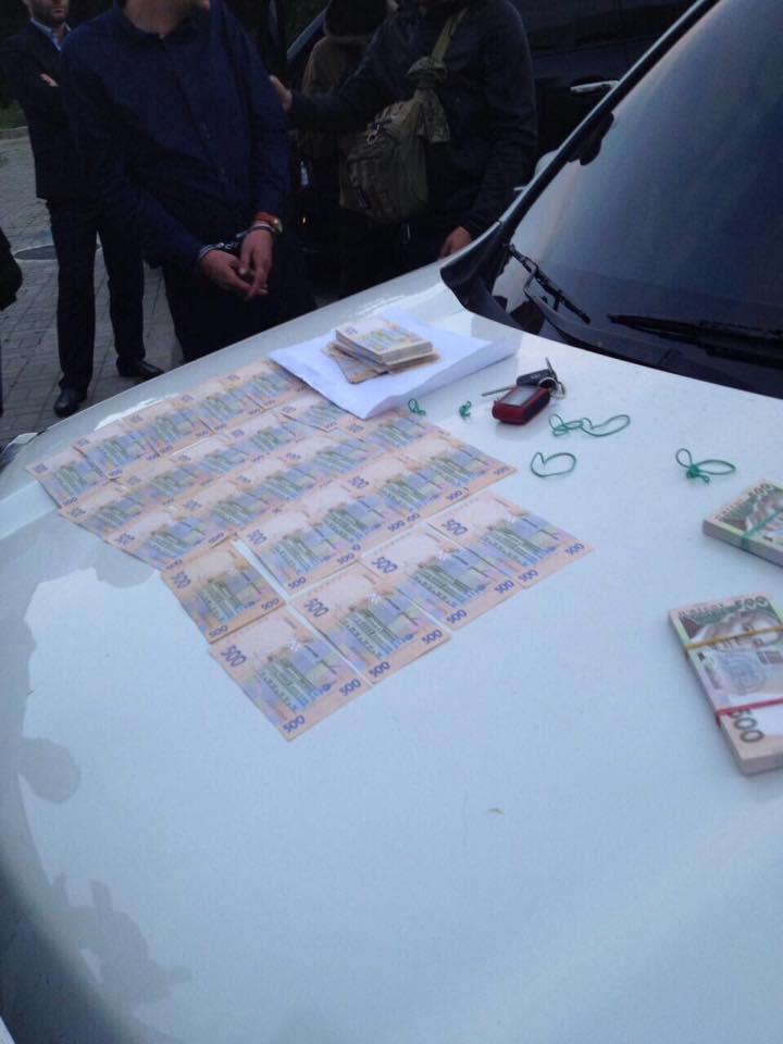 В Киеве полицейский задержан на взятке 285 тыс грн - прокуратура