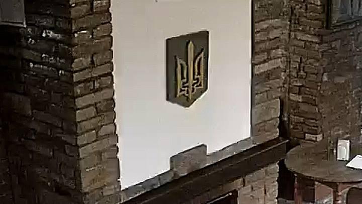 СБУ выслала поляка, который публично сжег герб Украины