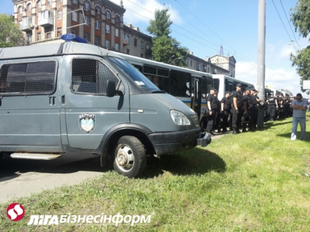 В Киеве начался и через 20 минут закончился гей-парад: фото