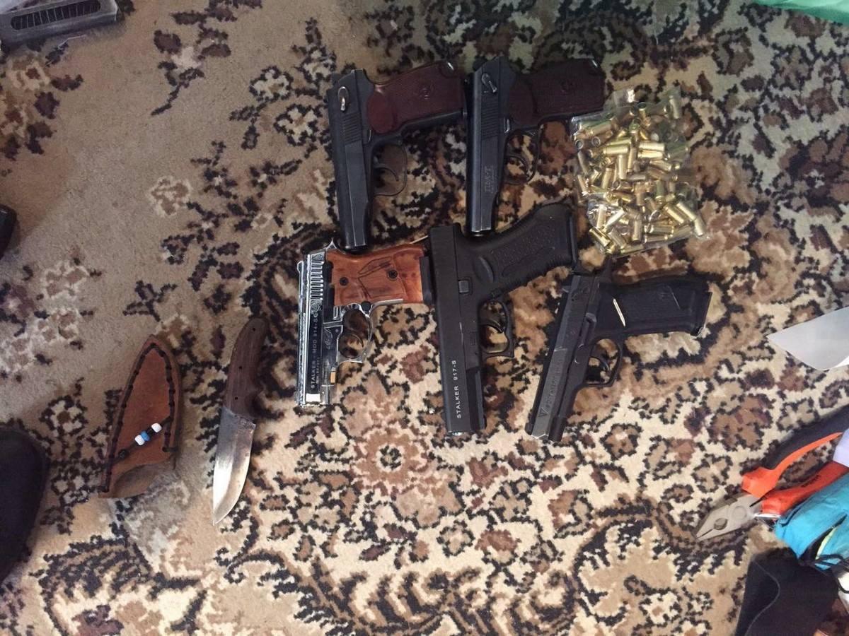 В столице задержан уроженец Донетчины с арсеналом оружия: фото