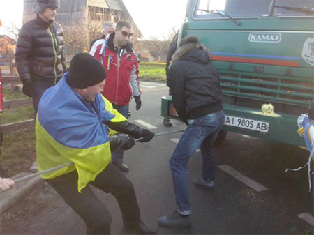 Автомайдан провел акцию возле особняка генпрокурора Пшонки