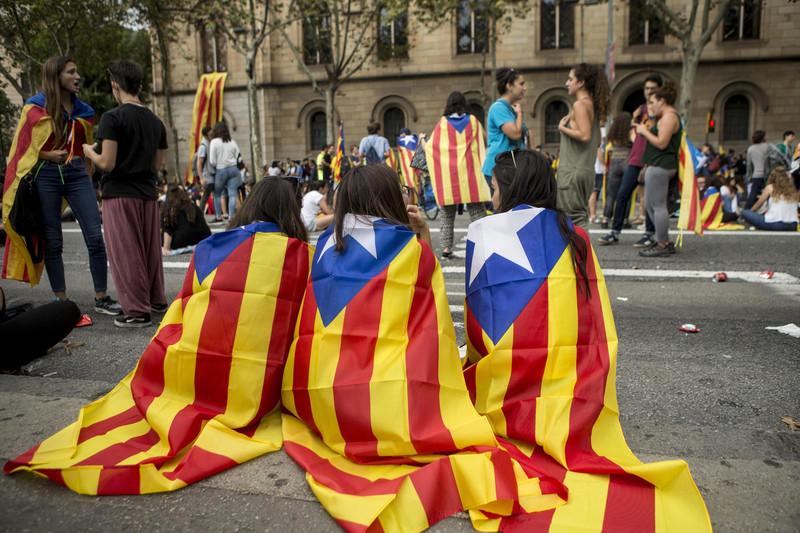 Студенты-сторонники независимости Каталонии заняли Барселонский университет (фото - ЕРА)