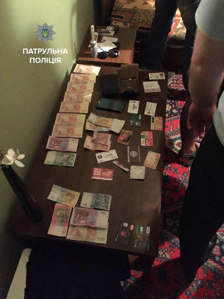 В Киеве задержали двоих патрульных по делу о получении взятки