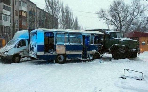 В Донбассе столкнулся автобус с шахтерами и КрАЗ: фото