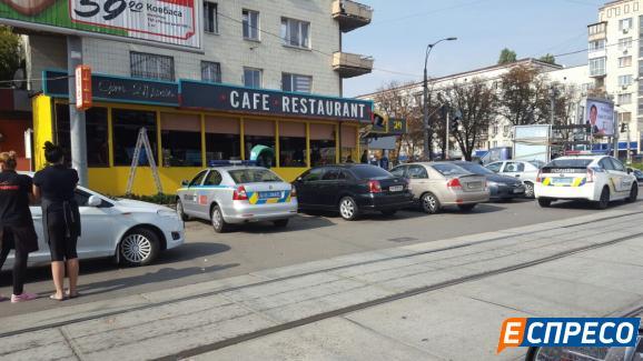 Вкиевском кафе мужчина открыл стрельбу: есть раненые