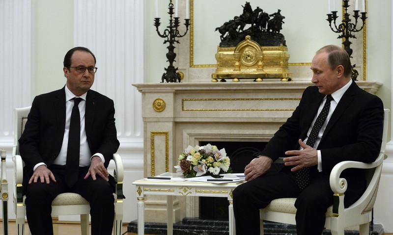 Встреча Олланда и Путина: старались не смотреть друг на друга