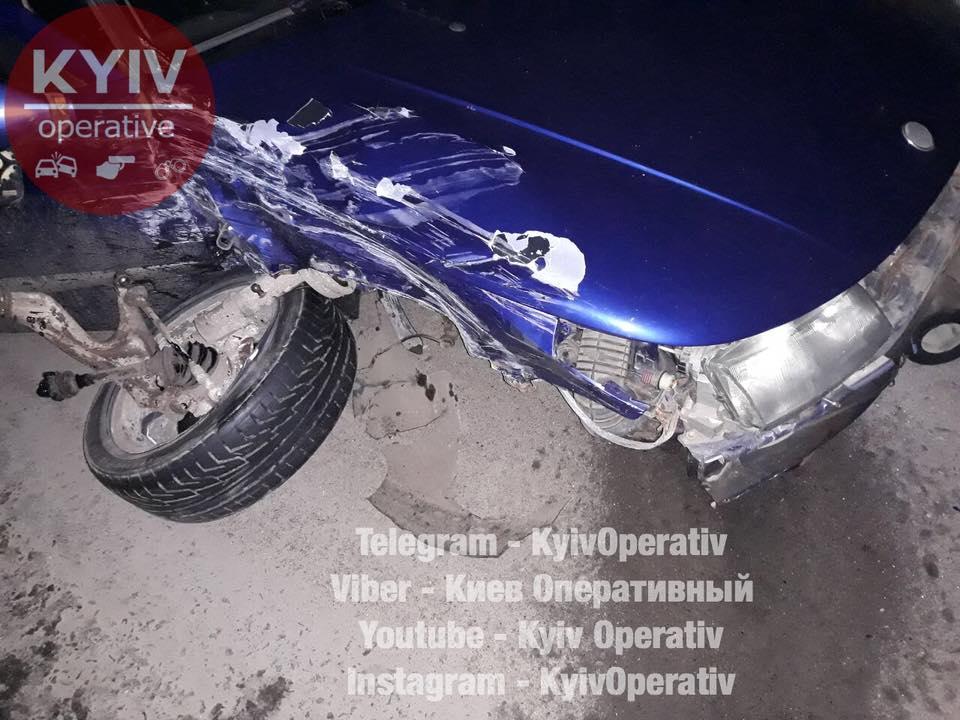 Под Киевом перевернулась маршрутка: есть пострадавшие (фото)