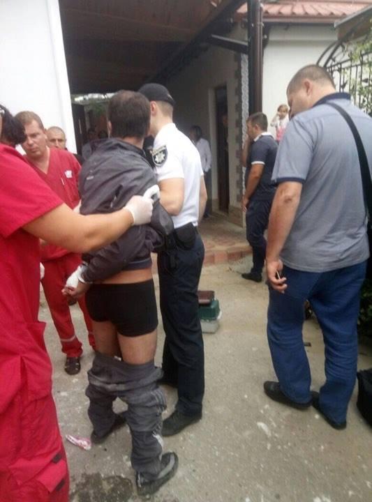 Драка в парикмахерской Одессы: иностранец напал на полицейского