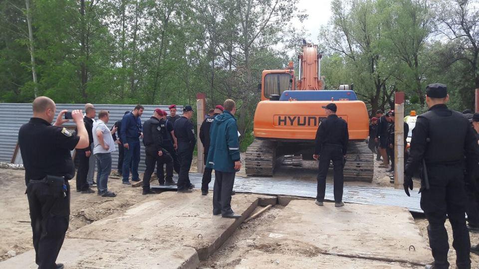 В Голосеевском районе Киева незаконно намывали речной песок