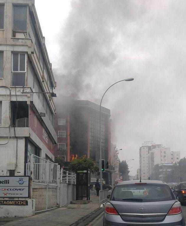 На Кіпрі горить будівля з офісом російської радіостанції: відео