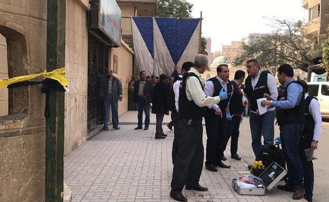 В Египте боевики расстреляли людей у христианской церкви: видео